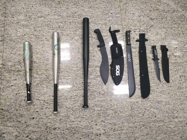 警方查獲刀械。記者林昭彰/攝影