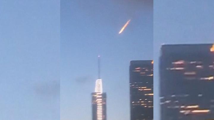 美國洛杉磯多位民眾目擊,一道神秘火光20日掠過市中心天際,紛紛拍下影片上傳社群媒體,引發網友熱議。路透