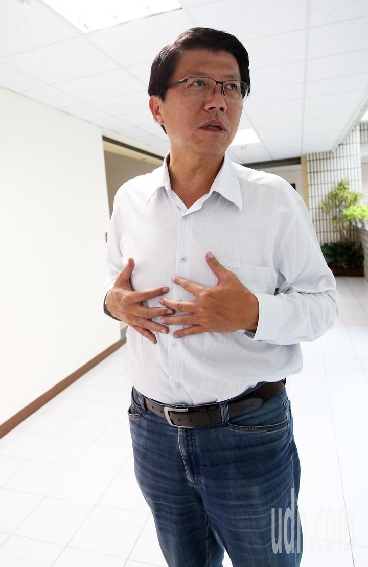 這次台南立委補選失利的謝龍介專程來找韓國瑜感謝三度情義相挺,還開玩笑說選完到現在「胸口還隱隱作痛、要去看復健科!」。記者劉學聖/攝影