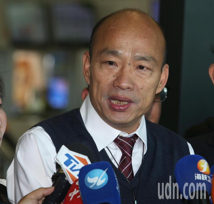 高雄市長韓國瑜出現小港機場準備登機前往港澳大陸行。記者劉學聖/攝影