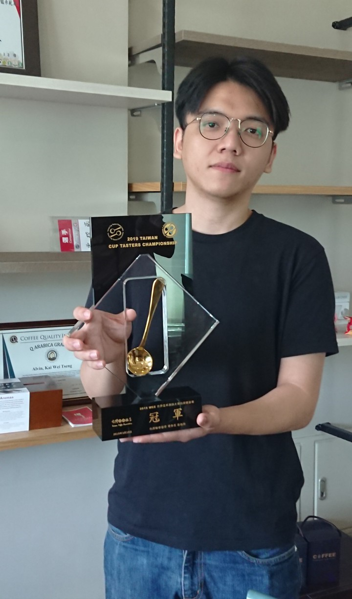 曾楷崴拿下今年全國咖啡杯測冠軍。記者卜敏正/攝影