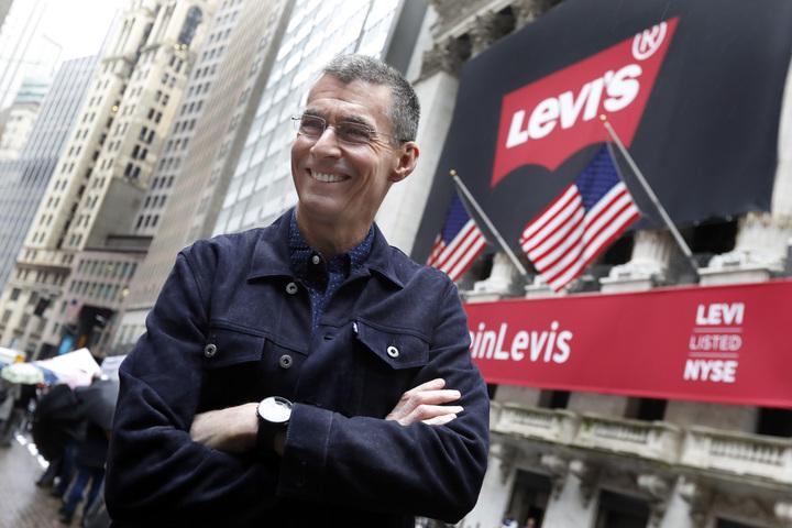 牛仔褲公司Levi Strauss(Levi's)執行長柏格21日在紐約證交所,迎接公司二度掛牌上市。美聯