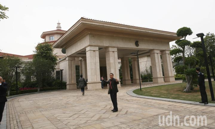 高雄市長韓國瑜與大陸國台辦主任劉結一今天在深圳麒麟苑九洲廳會面。記者劉學聖/攝影