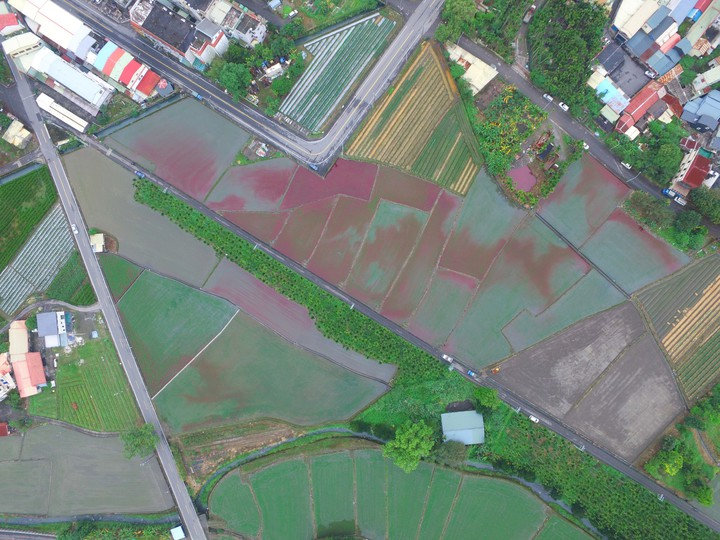 宜蘭縣環保局出動空拍機,確認農田影響範圍。圖/宜蘭縣環保局提供
