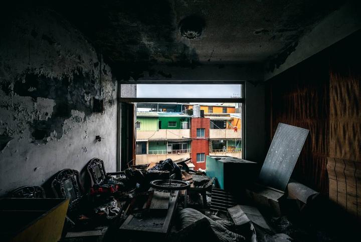 五股西雲路海砂屋情況嚴重,直到去年都逼有人冒生命危險居住。圖/都更推動辦公室提供
