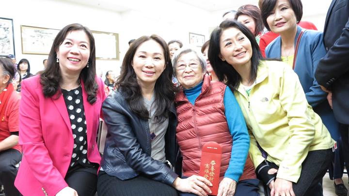 李佳芬展現親和力,期待僑胞們回台灣一定要到高雄走走,感受南台灣的熱情。記者王慧瑛/攝影