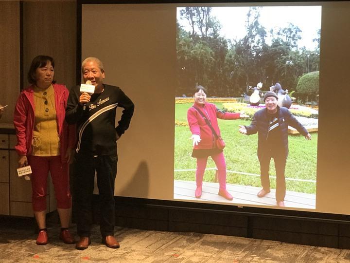 65歲許先生(右)從小就有氣喘,最嚴重時還曾突然昏迷,經檢測確診為高嗜酸性白血球嚴重型氣喘。記者簡浩正/攝影
