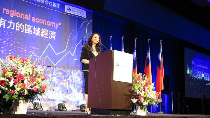 高雄市長韓國瑜訪美行壓軸是在舊金山一場3000人演講,韓妻李佳芬也受邀上台致詞。記者王慧瑛/攝影