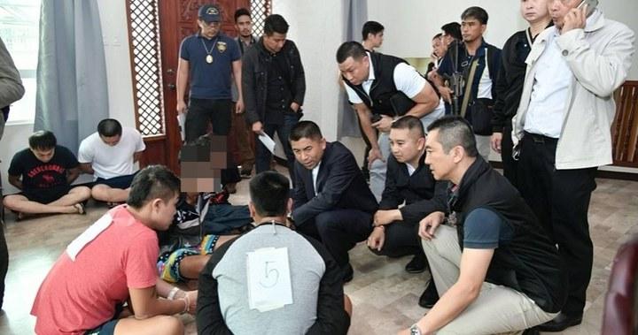 一個以台灣人為首的詐團機房專詐泰國人,去年在菲律賓被破獲,19名嫌犯中包括3名台籍幹部。圖/刑事局提供