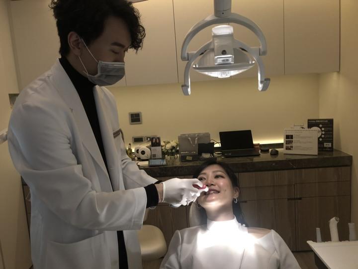 牙醫師提醒,牙齒美白療程做完後,三日內需注意飲食,否則牙齒可能會比原來更黑更黃。記者劉嘉韻/攝影