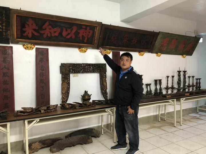 金門縣文化局舉辦「金門浯島城隍廟典藏文物特展」,牆上的匾額有多個都是清光緒年間,相當具有歷史意義。記者蔡家蓁/攝影
