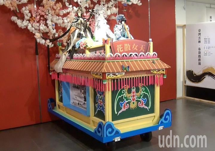 布袋戲坐上傳統藝閣車是不同時代工藝的結合。記者蔡維斌/攝影