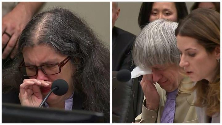 美國加州「恐怖屋」事件主角露易絲.特爾賓(左)與大衛.特爾賓(右)19日被判無期徒刑前,聽到被他們虐待的子女願意原諒他們後,兩人當庭落淚。美聯