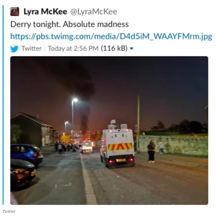 女記者麥奇在採訪北愛18日晚間暴動時發出的推文,寫著「德利今晚,完全狂亂」,不久後她就遭人開槍擊中、送醫不治,年僅29歲。Twiiter/@LyraMcKee