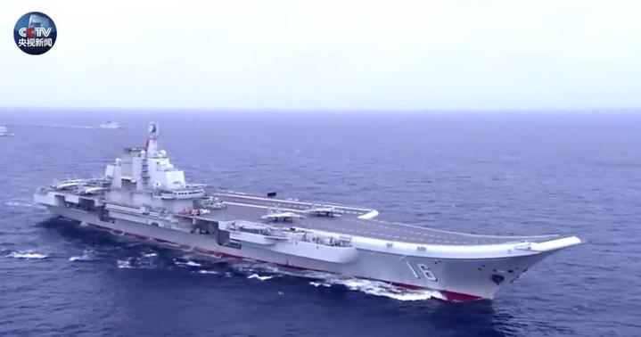 配合中共海軍建軍70周年,央視發布一則視頻,宣揚中共海軍如何從當年的渡江漁船,成為今日的「大國海軍」。(取自央視新聞)