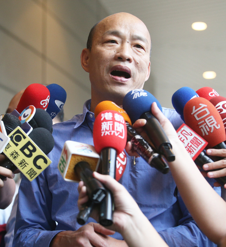 蔡英文總統要求韓市長必須把「國軍是太監」這句話收回去,韓國瑜指蔡總統「搞錯重點,不要張飛打岳飛。」記者劉學聖/攝影