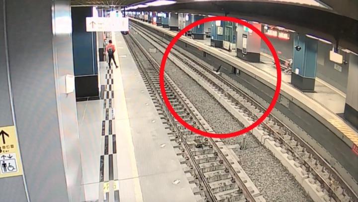 陳姓老翁今搭火車時不慎摔落從月台摔落到鐵軌上,月台高度是115公分。記者劉星君/翻攝