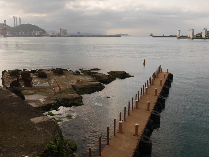 在中正路古名「跌死猴澳」的地方,是基隆港水泥化 0.01%的意外,還保有原貌,海之丘就在這裡,引起文化部高度重視。記者吳淑君/攝影