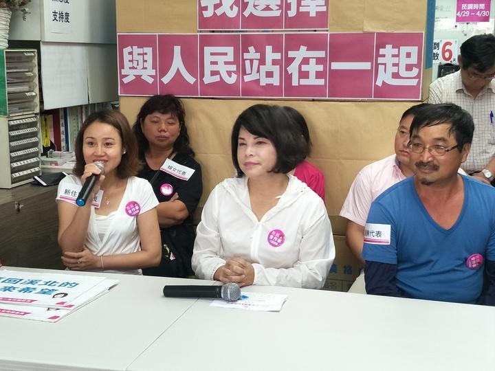 出席的新住民朋友到場力挺,希望台南市前議員賴惠員能在立委初選出線。記者謝進盛/攝影