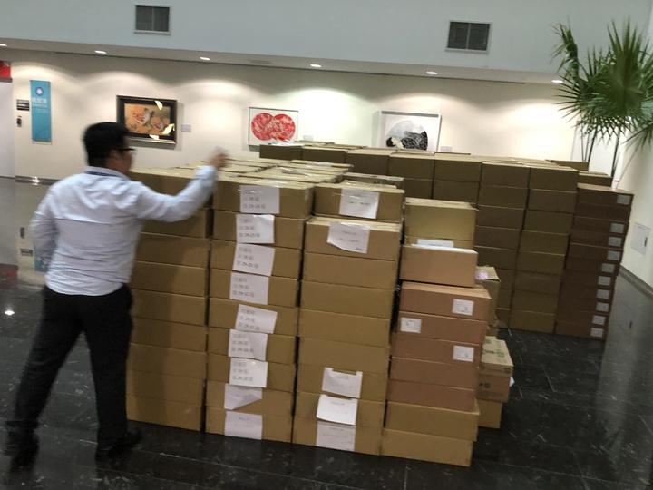 台中市交通局將150萬張花博卡集中到市議會。記者陳秋雲/攝影