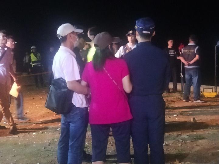 新北市泰山區小姊弟雙屍命案,吳男父母到場認屍。記者游明煌/攝影