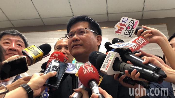 交通部長林佳龍談桃園市空服員職業工會啟動罷工投票。記者曹悅華/攝影