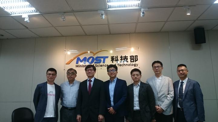 清華大學電機資訊學院與iStaging產學合作,完成智慧全景3D重建研究,今出席科技部研究成果發表記者會。記者潘乃欣/攝影