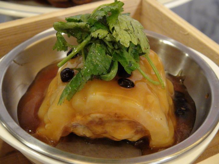 新推出的蒸式台菜─苦瓜封。記者謝梅芬/攝影