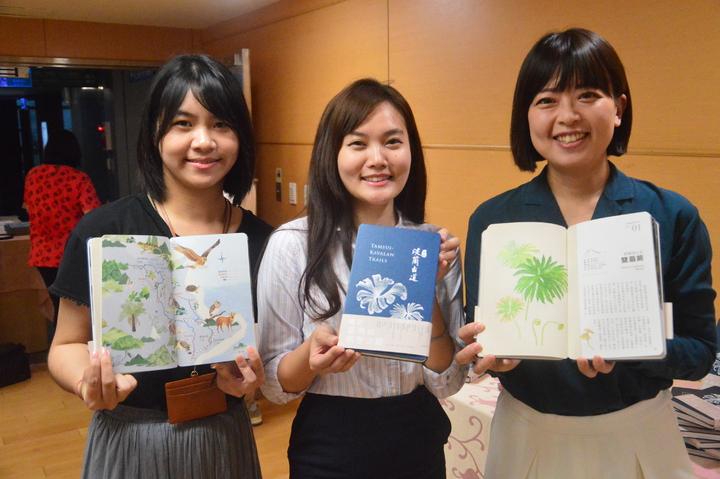 新北市府觀光旅遊局推出「淡蘭古道:北路」一書大受歡迎。記者施鴻基/攝影