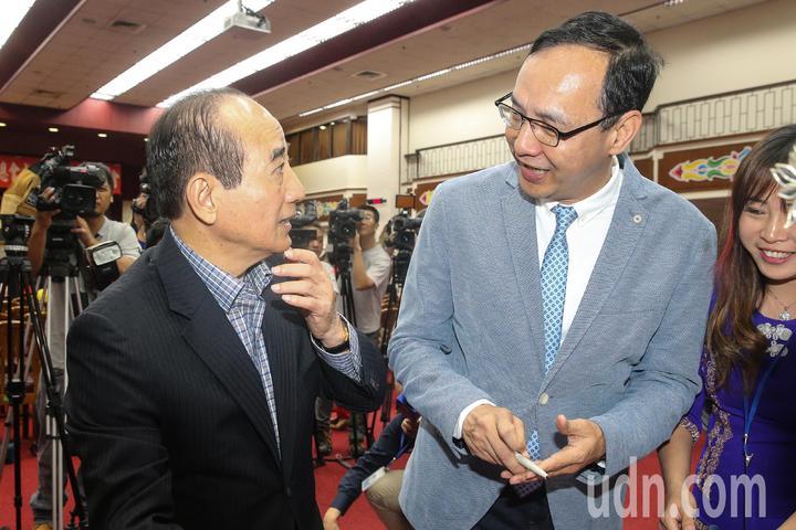 前立法院長王金平(左)與前新北市長朱立倫(右)上午出席全國移民團體聯合總會成立大會。記者林伯東/攝影