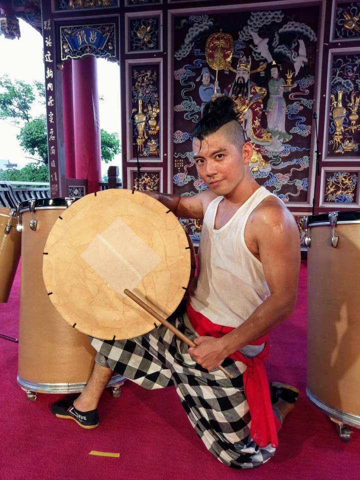 艸創心用牛皮紙、紗布、棉繩手工打造紙鼓。圖/全聯善美的文化藝術基金會提供