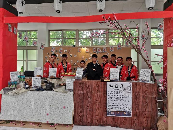 觀光事業、餐飲管理與餐飲技術科學生在學校營造日本氛圍。圖/校方提供