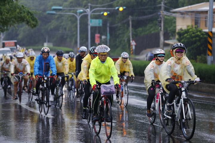 2019苗栗鐵馬進香文化,由苗栗市天后宮二媽全程領航,帶領300名車友們展開來回345公里自行車北港進香挑戰。記者劉星君/攝影