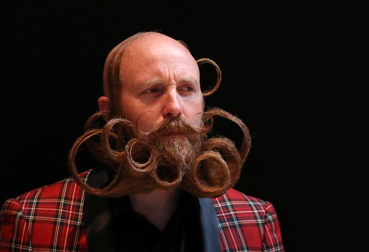 比利時安特衛普,18日舉行「世界鬍鬚錦標賽」,吸引世界無數的「美髯公」前來,精心打造酷炫鬍子造型參加比賽,堪稱鬍子界的選美。路透社