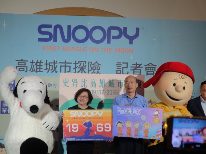 高雄市今年7、8月安排頗受大人、小孩喜愛的Snoopy擔任觀光大使。記者謝梅芬/攝影