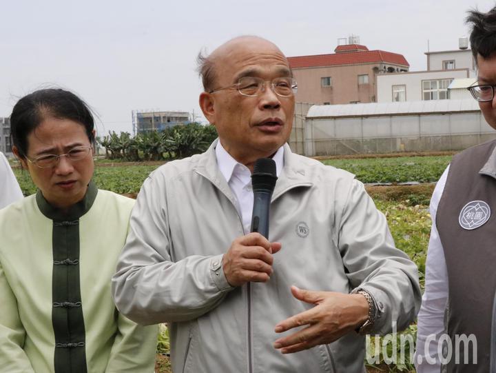 對於鴻海董事長郭台銘批判勞基法不倫不類,行政院長蘇貞昌(中)表示,有什麼好意見提出來,不要用罵的,會對台灣更好。記者林育瑩/攝影