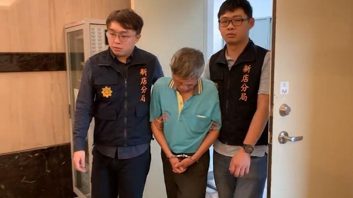 伍男前科累累,因去年涉及詐騙價值約台幣5萬元的2本刮刮樂,在台北地檢檢察官指揮新店警分局偵查隊下逮捕。記者柯毓庭/翻攝