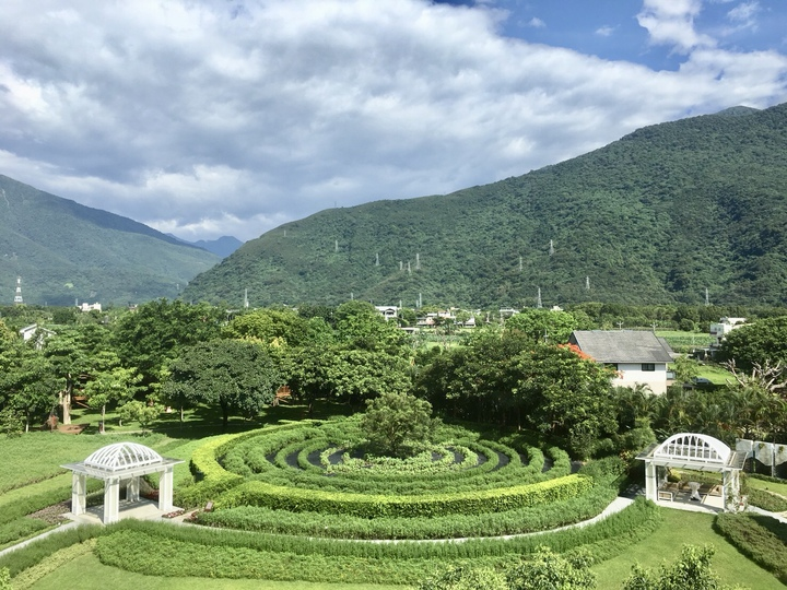君達32年來友善大地、有機無毒栽植香草,已蘊藏高能量、高負離子的健康環境。記者宋健生/攝影