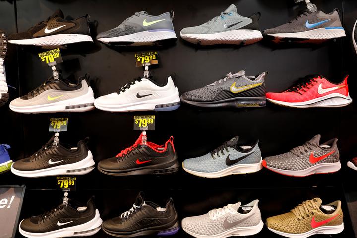 耐吉、愛迪達和UA等國際大廠在內的173家鞋類業者20日公開聯名上書美國總統川普,呼籲停止美中貿易戰,直言進一步加徵額外關稅將會是美國消費者「一大災難」。路透社