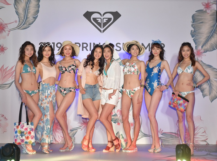 近年來,台灣女性朋友對於比基尼的選擇,也開始吹起歐美潮流,不論是材質、款式或是圖樣都漸趨時裝化,對於穿搭的巧思也更為講究。  圖/ROXY提供