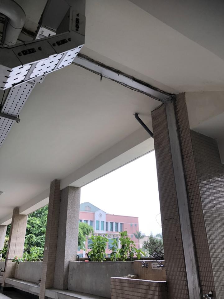 中女中總務主任林明佐表示,周一急降雨;212班教室在正誼樓也是一樣的狀況,排水不及地板淹水蔓延至212班,當天教室淹水已臨時更換教室,目前恢復正常上課。圖/中女中提供