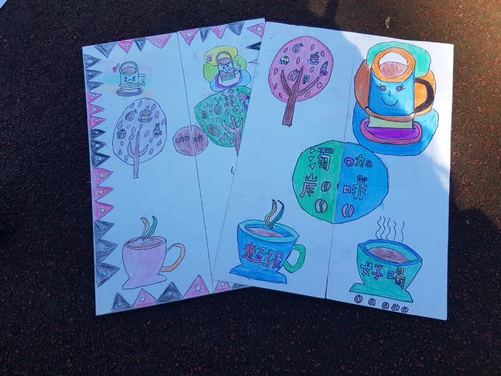 孩子為籌措旅費,自己手繪設計宣傳DM。記者廖惠玲/攝影