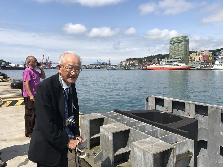 會長新井基也說,他在台灣出生,20歲搭船回到從沒去過的母國,心情很悲傷,船開了他站在舺板上,看著基隆越來越小,忍不住流下淚來。記者吳淑君/攝影