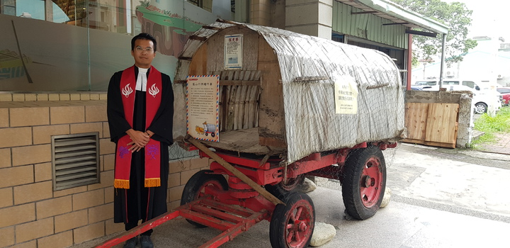 巴克禮特展中展出的牛車上有可供過夜的「探更寮」,堪稱台灣第一代休旅車。記者修瑞瑩/攝影