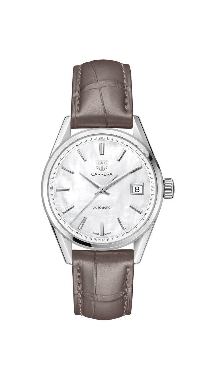 泰格豪雅Carrera Lady腕表,不鏽鋼表殼搭配珍珠母貝表盤、鑲鑽表圈,搭載石英機芯,約13萬2,900元。圖/TAG Heuer提供