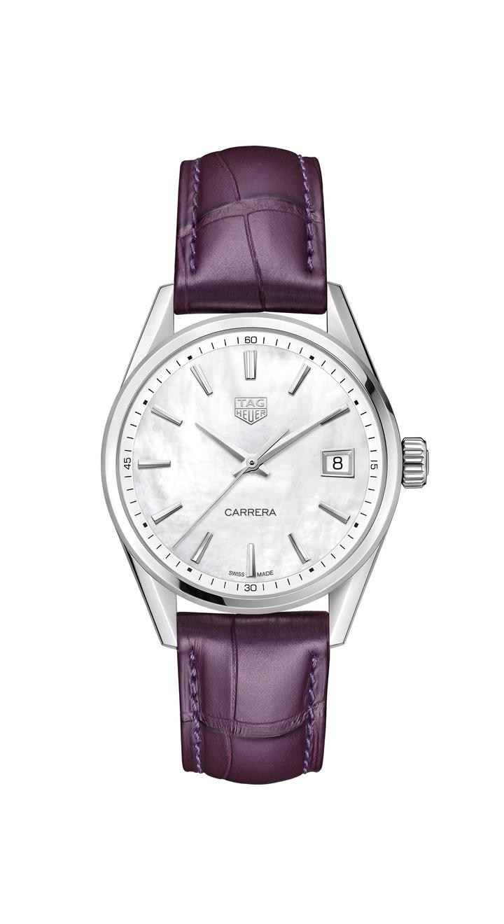 泰格豪雅Carrera Lady腕表,不鏽鋼表殼搭配珍珠母貝表盤,搭載石英機芯,約65,600元。圖/TAG Heuer提供