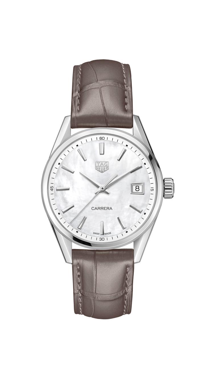 泰格豪雅Carrera Lady腕表,不鏽鋼表殼搭配珍珠母貝表盤,搭載Calibre 5機械機芯,約85,800元。圖/TAG Heuer提供