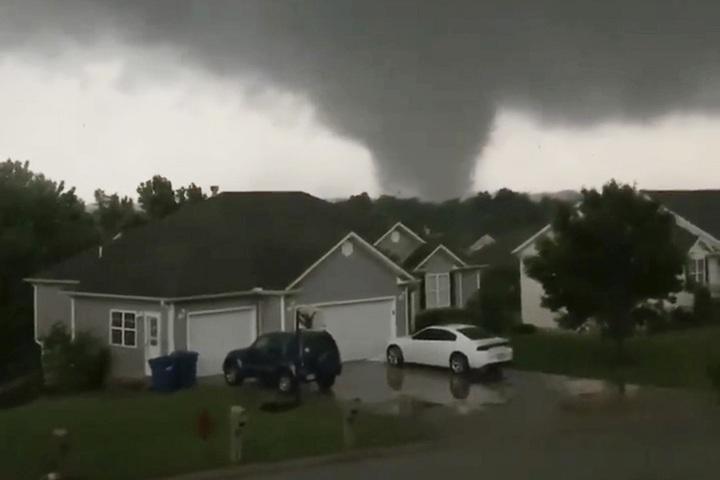 美國密蘇里州22日深夜開始遭到龍捲風襲擊,在該州戈登市(Golden City, MO)造成3人死亡,其中一對老夫婦更是從家中被捲走罹難。中西部本周已有7人死於龍捲風災害。美聯/Chris Higgins