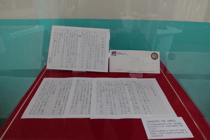 客家終身貢獻獎得主黃娟,將其畢生創作手稿、書籍、獎牌、信件共約400多件,捐給客委會客家文化發展中心。記者劉星君/攝影