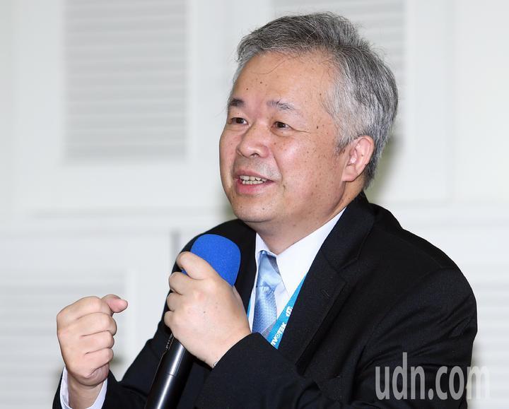 晶睿通訊董事長陳文昌上午主持108年股東常會時。記者杜建重/攝影